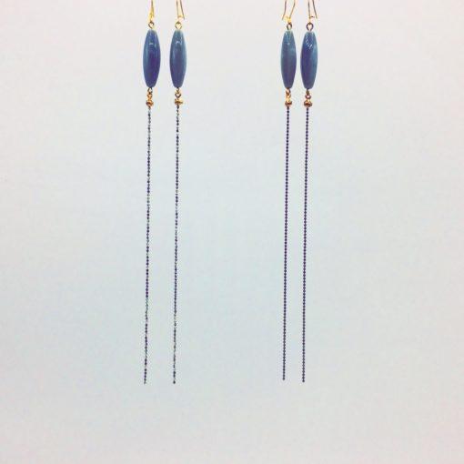 Boucles d'oreilles longues bonbon pimenté gris perle