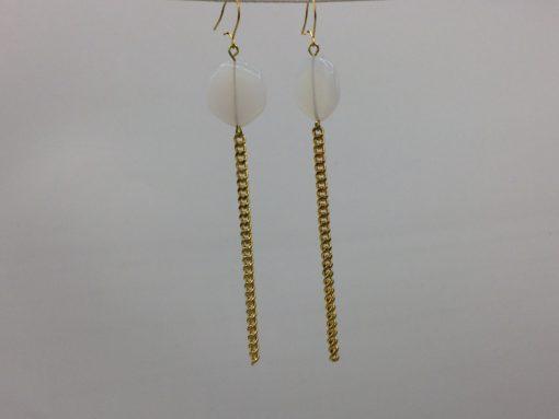 boucles d'oreilles longues galet harmonique blanc opale et fil gourmette doré or