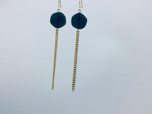 boucles d'oreilles longues galet harmonique gris bleu ardoise et fil gourmette or doré