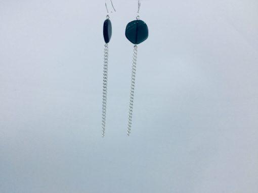 boucles d'oreilles longues galet harmonique gris bleu ardoise et fil gourmette argent