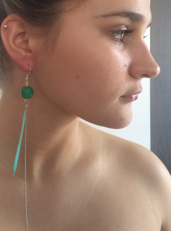 Bijou de cou Plume et Agate Vert émeraude en camaieu + Fil Argent diamanté