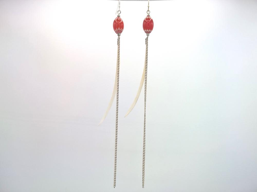Bijou de cou Plume blanche et Cristal de Murano Rouge corail + Fil gourmette fine émaillé Blanc monté sur argent