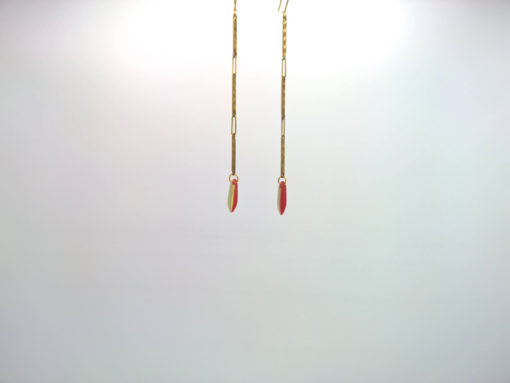 Boucle d'oreille pendants fleche de cupidon cristal de boheme bicolore rouge corail et sable sur fil d'or laiton