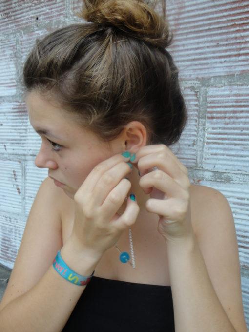 Pendant d'oreille Triangle d'Or Œil de chat bleu turquoise + Fil Argent diamanté