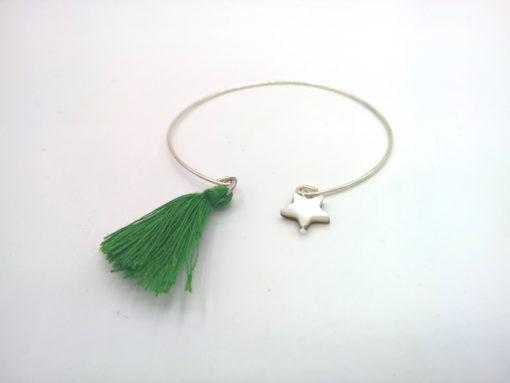 Bracelet Filaire D'un Pompon à une Étoile Pampilles étoile de nacre et pompon oversize vert émeraude + Fil métal argenté profil