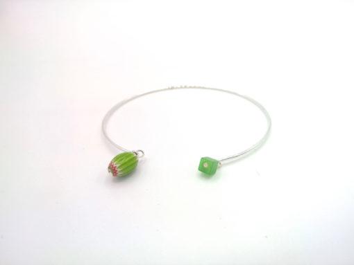 Bracelet Filaire Exotique à breloques en Murano et cristal de Bohême vert lime + Fil argent 925 profil