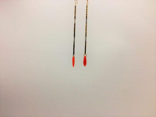 Boucles d'oreilles pendants fleche de cupidon cristal de boheme orange et fil d'or laiton