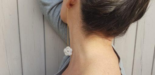 pendants d'oreilles fleur de laine gris clair