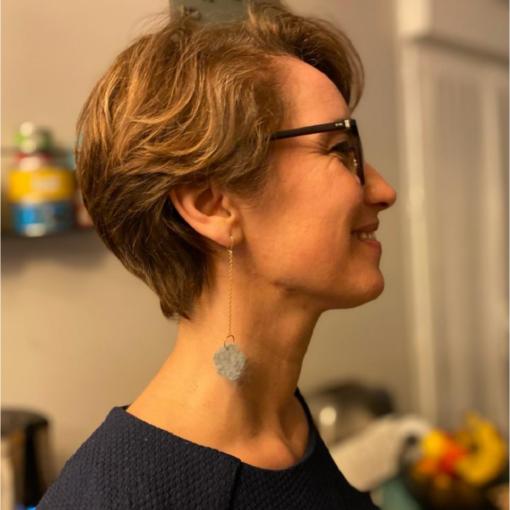boucles d'oreilles fleur d'angora grise